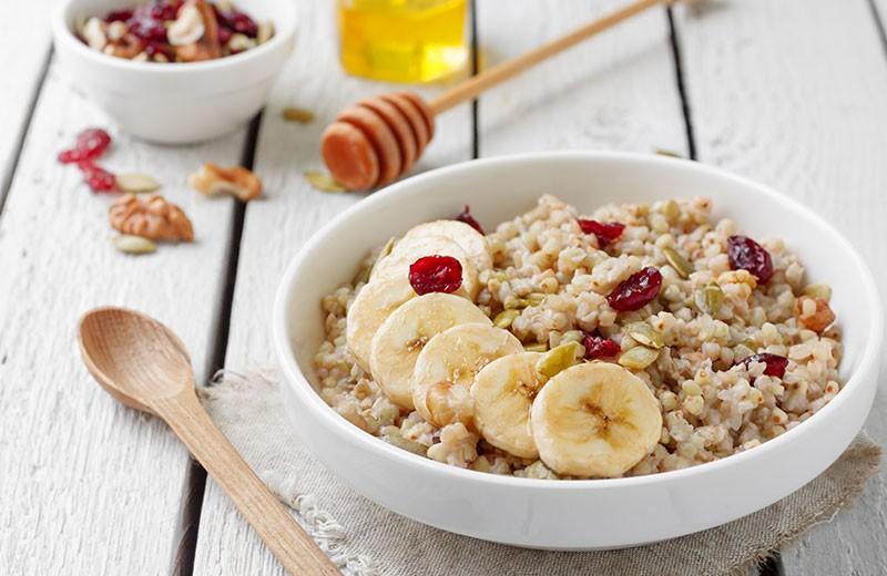 Recette overnight porridge de sarrasin, fruits secs et bananes