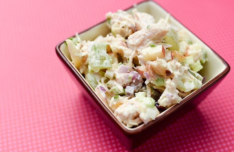 Recette salade de poulet aux noix et sauce citronnée